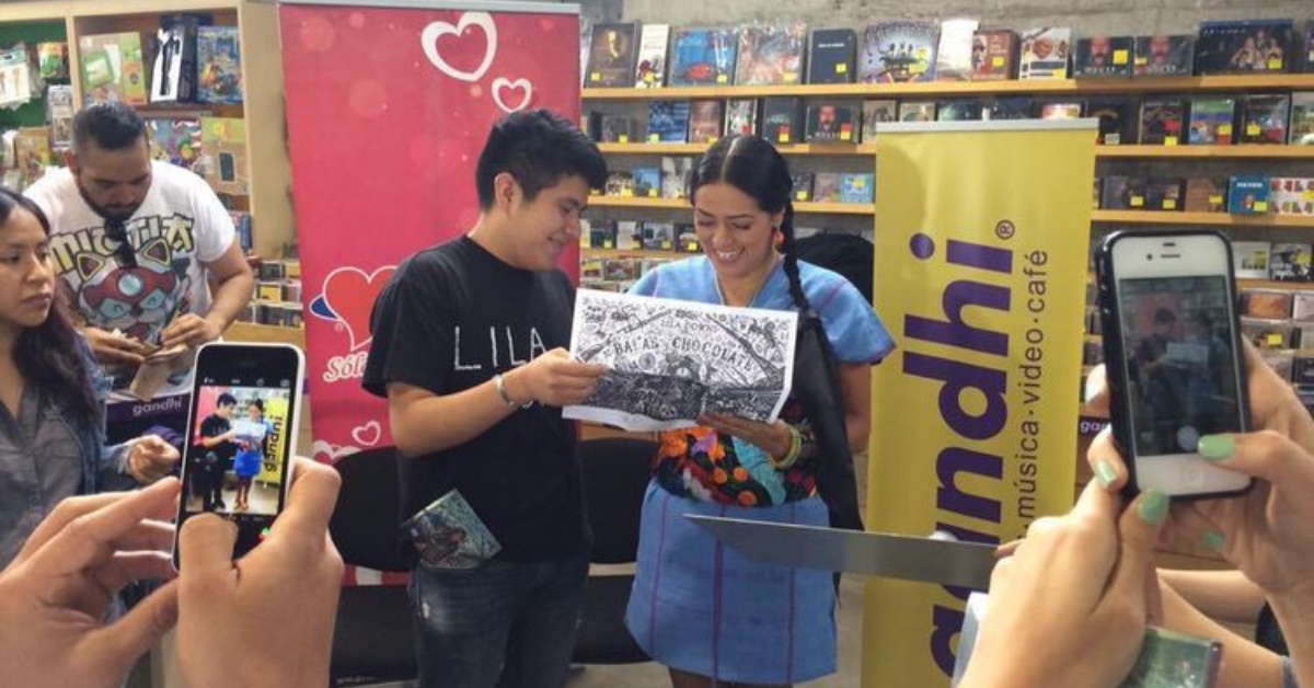 Lila Downs ofrece firma de autógrafos en Librerías Gandhi