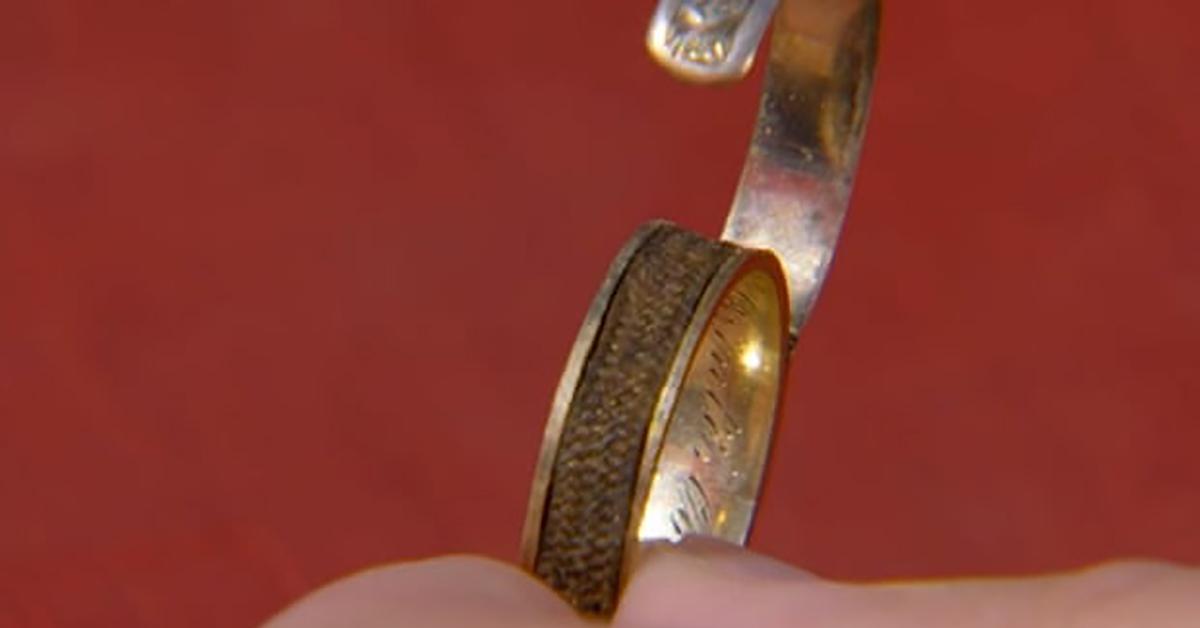 Descubren anillo adornado con cabello de Charlotte Brontë