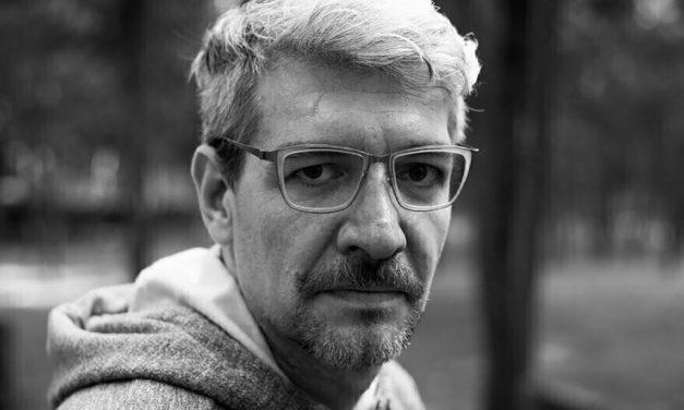 Emiliano Monge: Premio Bellas Artes Colima a novela publicada 2019 por 'No contar todo'
