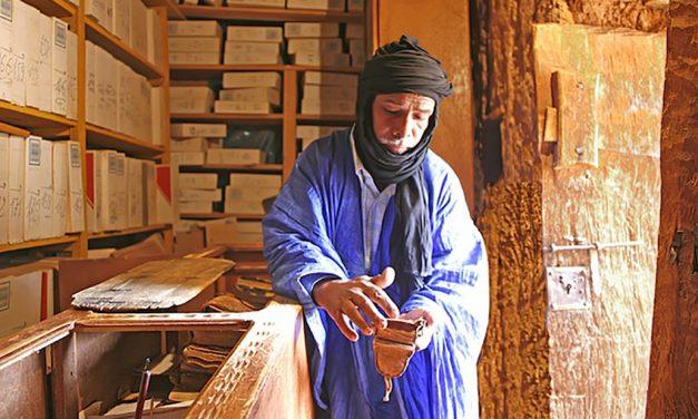 Conoce la aldea que alberga miles de textos antiguos en bibliotecas del desierto del Sahara