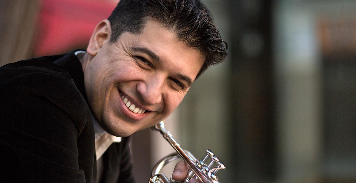 Pacho Flores, la nueva estrella de la trompeta que merece ser escuchada.
