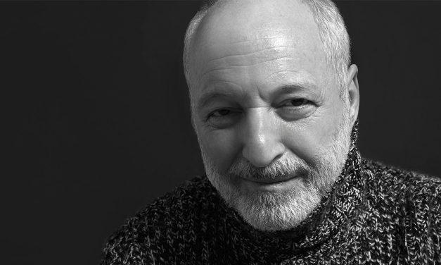 """""""Somos variaciones de un tema principal que no conocemos"""". Entrevista con André Aciman"""
