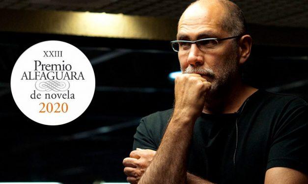"""La novela """"Salvar el fuego"""" de Guillermo Arriaga, gana el Premio Alfaguara 2020"""